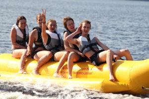 Bananbåtsåkning på vår vackra sjö