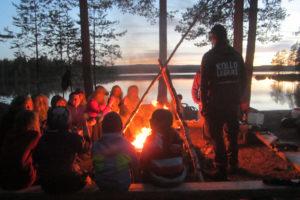Lägerbålsmys på kvällen