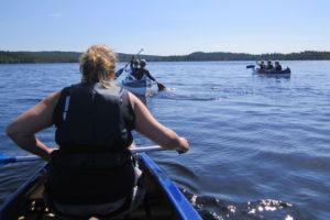 Paddlingsutflykt på sjön