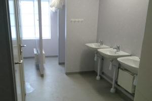 Handfat och duschutrymmen